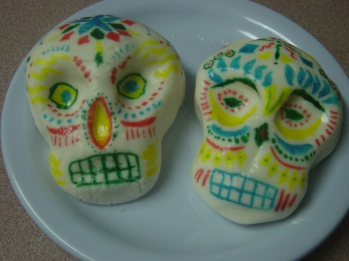 Sugar skulls after painting